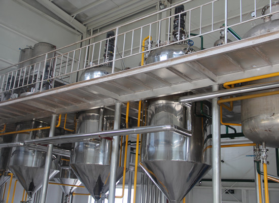 Palm oil refining degumming and deacidification section
